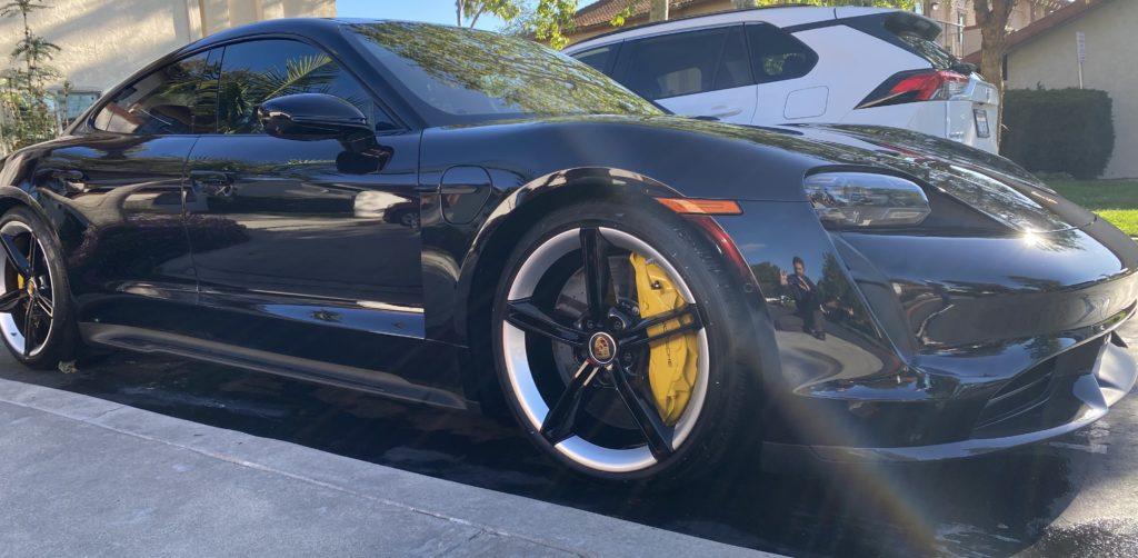 black-sports-car-mobile-detail