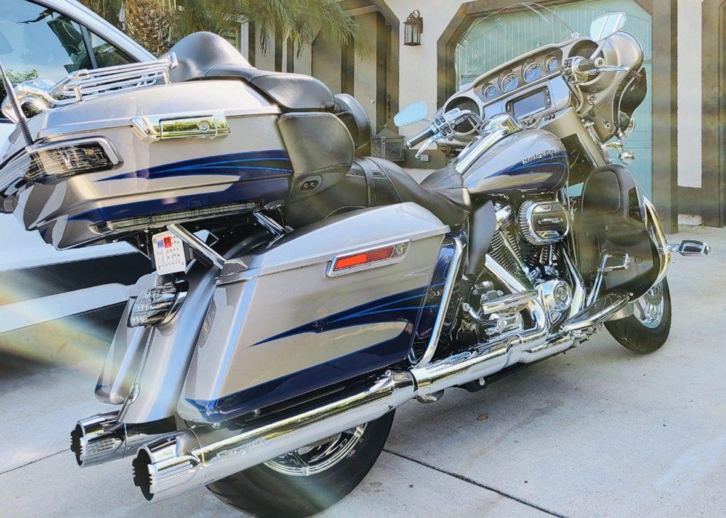 silver-harley-davidson-motorocycle-detail