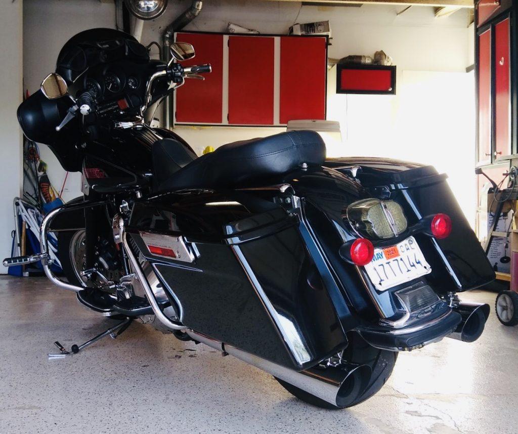 black-motorcycle-detailing