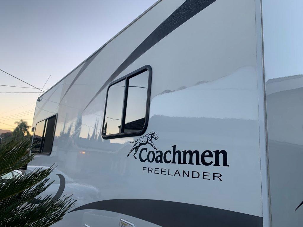 coachman-exterior-mobile-detail