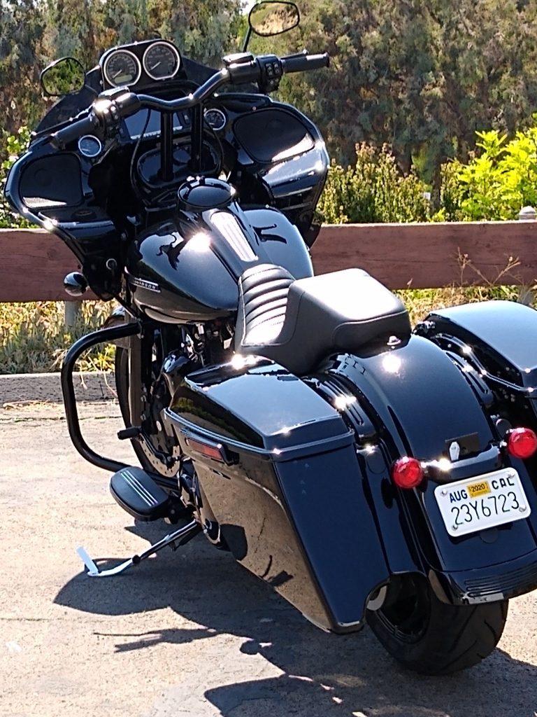 mobile-detail-black-motorcycle