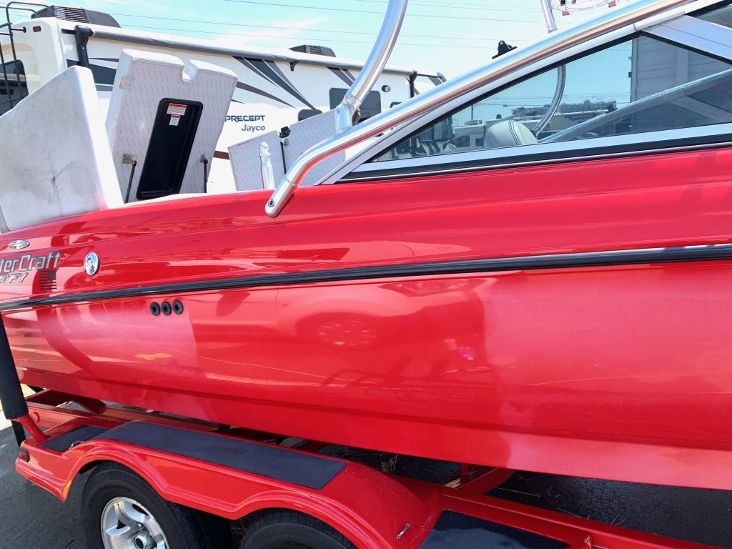red-boat-mobile-detail